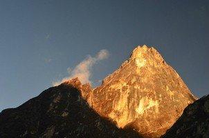 Рассвет на скалах.  Базовый лагерь Аннапурны + сафари Читвана. Непал, Hikeup