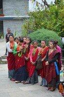 Национальный костюм.  Світанок біля підніжжя Аннапурни. Непал, Hikeup
