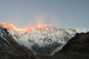 Рассвет на Аннапурне.  Світанок біля підніжжя Аннапурни. Непал, Hikeup