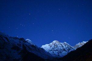 Ночь в горах.  Світанок біля підніжжя Аннапурни. Непал, Hikeup