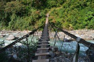 Подвесной мост.  Світанок біля підніжжя Аннапурни. Непал, Hikeup