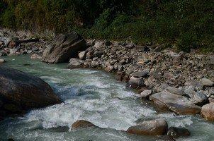 Горная река.  Світанок біля підніжжя Аннапурни. Непал, Hikeup