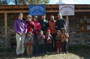 С детьми в школе Навала.  Вокруг Аннапурны. Непал - Перевал Торонг-Ла, Hikeup