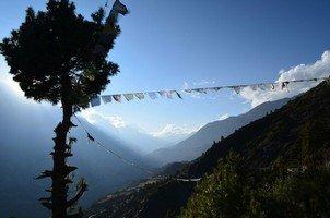 Молитвенные флаги.  Вокруг Аннапурны. Непал - Перевал Торонг-Ла, Hikeup