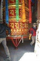 Большой молитвенный барабан в Навале.  Вокруг Аннапурны. Непал - Перевал Торонг-Ла, Hikeup