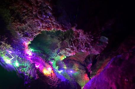 Подсветка кристалов.  Пещеры Чатыр-Дага, Hikeup