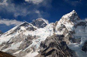 Классический вид на Эверест и Нубцзе с Кала Паттара.  Базовый лагерь Эвереста и озера Гокио, Hikeup