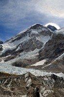 Базовый лагерь и вершина Эвереста в ореоле сияния.  Базовый лагерь Эвереста и озера Гокио, Hikeup