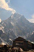 Лоджия на фоне Чолацзе.  Чарующий и таинственный Непал. Далеко и ещё дальше., Hikeup