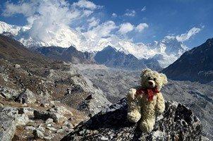 У ледника Нгозумба на фоне Чо Ойю.  Базовый лагерь Эвереста и озера Гокио, Hikeup