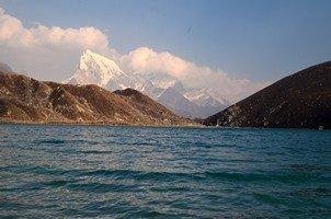 Вид от озера Гокио на Чолацзе.  Базовый лагерь Эвереста и озера Гокио. Непал, Hikeup