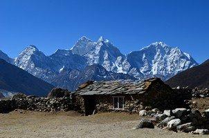 Жизнь на фоне Гималаев ( Тамсерку и Кантега ).  Базовый лагерь Эвереста и озера Гокио. Непал, Hikeup