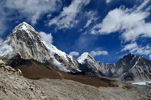 Вид на Пумори и Кала Паттар.  Базовый лагерь Эвереста и озера Гокио, Hikeup