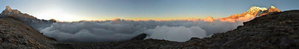 Панорама со смотровой площадки Марди Химала .  Тибетський Новий рік і Марді Хімал трек. Непал, Hikeup