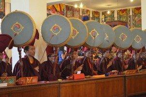 Пуджа в храме во время Лосара.  Тибетский Новый год и Марди Химал трек, Hikeup