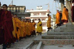 Послушники буддистского монастыря .  Тибетський Новий рік і Марді Хімал трек. Непал, Hikeup