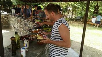 Обед после рафтинга.  Марді Хімал трек та рафтинг по Білій воді. Непал, Hikeup