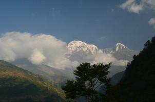 Вид на Аннапурну Южную и Химчули.  Марді Хімал трек та рафтинг по Білій воді. Непал, Hikeup