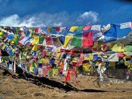 Молитвенные флажки в базовом лагере Аннапурны.  От Марди до Аннапурны. Непал, Hikeup