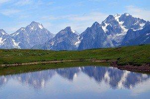 Вид на озеро Корульди и Сванский хребет.  Сванский хребет и другие приключения. Грузия. Сванетия, Hikeup