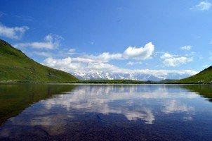 Озеро Сванского хребта и вид на Главный кавказский хребет.  Сванский хребет и другие приключения. Грузия. Сванетия, Hikeup