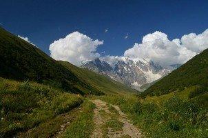 Вид на стену Шхары.  Поход по грузинскому Кавказу. Верхняя Сванетия, Hikeup