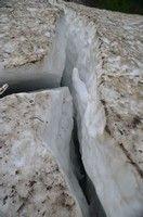 Трещина в снежнике.  Поход по грузинскому Кавказу. Верхняя Сванетия. Грузия, Hikeup