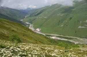 Вид на долину Адиши.  Поход по грузинскому Кавказу. Верхняя Сванетия, Hikeup