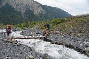 Переправа по крепкому мостику.  Поход по грузинскому Кавказу. Верхняя Сванетия, Hikeup