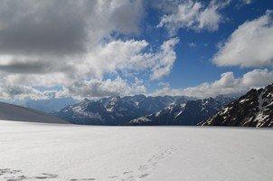 На перевале Нагеб.  Сходження на «Снігову королеву» г. Тетнульд. Грузія, Hikeup