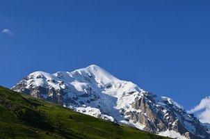 Вид на Тетнульд.  Сходження на «Снігову королеву» г. Тетнульд. Грузія, Hikeup