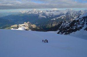 Привал.  Сходження на «Снігову королеву» г. Тетнульд. Грузія, Hikeup