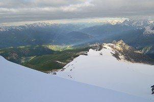 Виды вокруг.  Сходження на «Снігову королеву» г. Тетнульд. Грузія, Hikeup