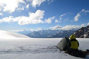 Перевал Нагеб, вид на Эльбрус.  Сходження на «Снігову королеву» г. Тетнульд. Грузія, Hikeup