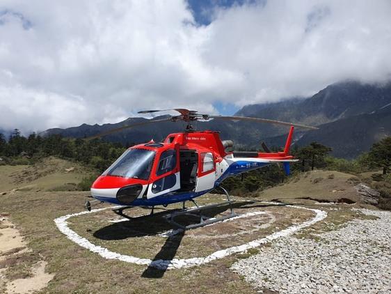 Полёт на вертолёте к Эвересту