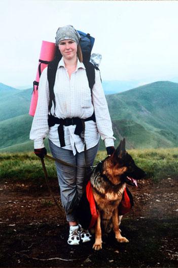 Собачья сумка для переноски еды животным облегчает хозяевам покорение вершин
