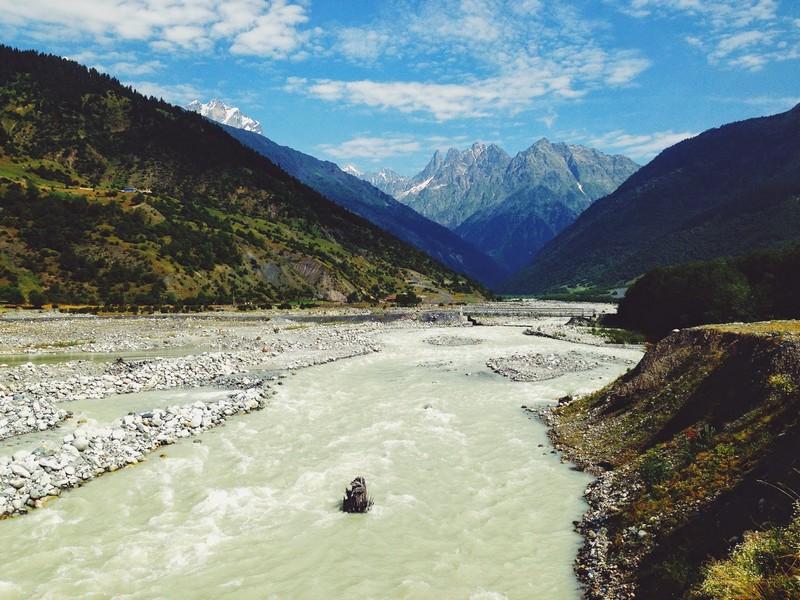Долина реки Местиачала. На пути к леднику Чалаади