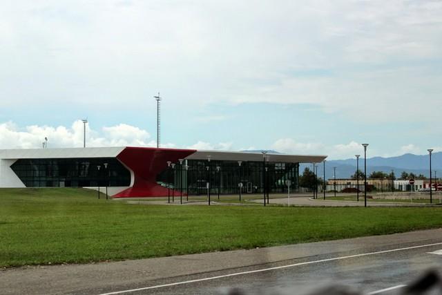 Аэропорт в Кутаиси называется Копитнари. Здание Аэропорта.