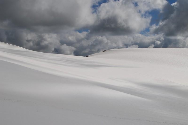 Снежное плато кавказских гор