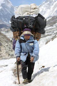 Наём непальского персонала в районе Эвереста